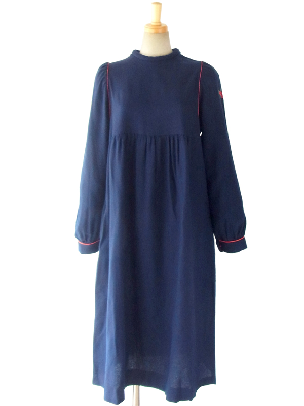 ヨーロッパ古着 フランス買い付け 60年代製 深いブルー X レッドパイピング 肩口に花柄刺繍 ウール ワンピース 15FC411