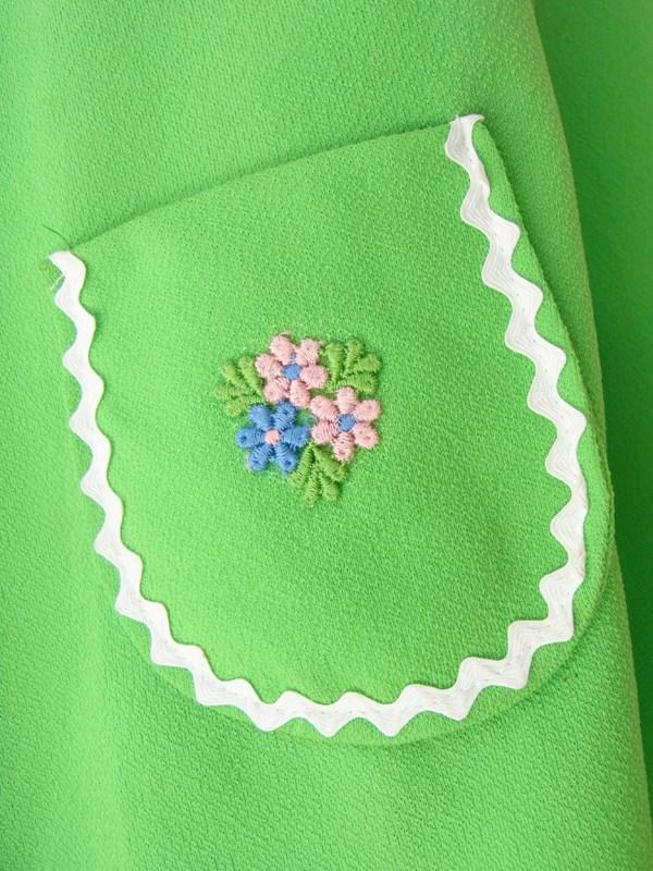ヨーロッパ古着 ロンドン買い付け 60年代製 ライムグリーン X ホワイト山道テープ 花柄刺繍 レトロ ワンピース 15OM10