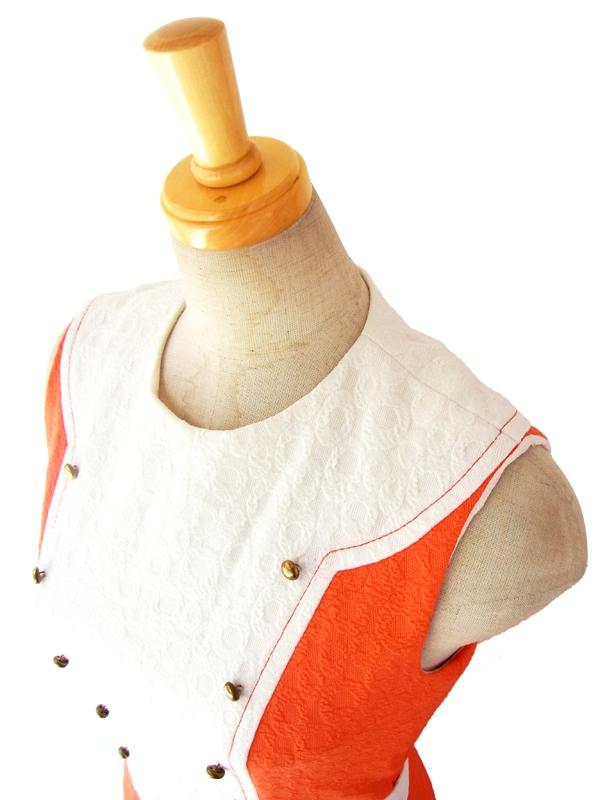 ヨーロッパ古着 ロンドン買い付け 60年代製 オレンジ X ホワイト生地切替 ゴールドボタン レトロ ワンピース 15OM103
