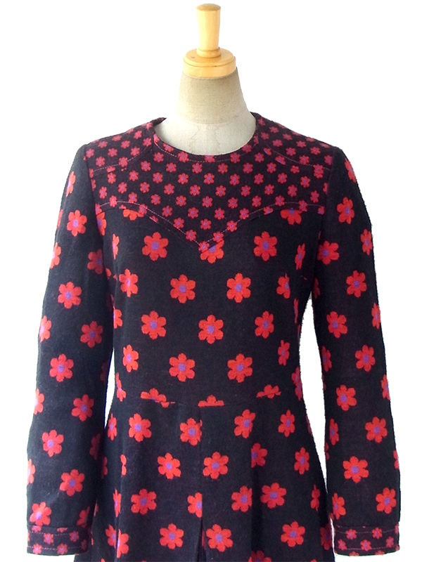 ヨーロッパ古着 フランス買い付け 60年代製 ブラック X 赤・紫 マーガレット柄 ボックスプリーツ レトロ ワンピース 16FC517