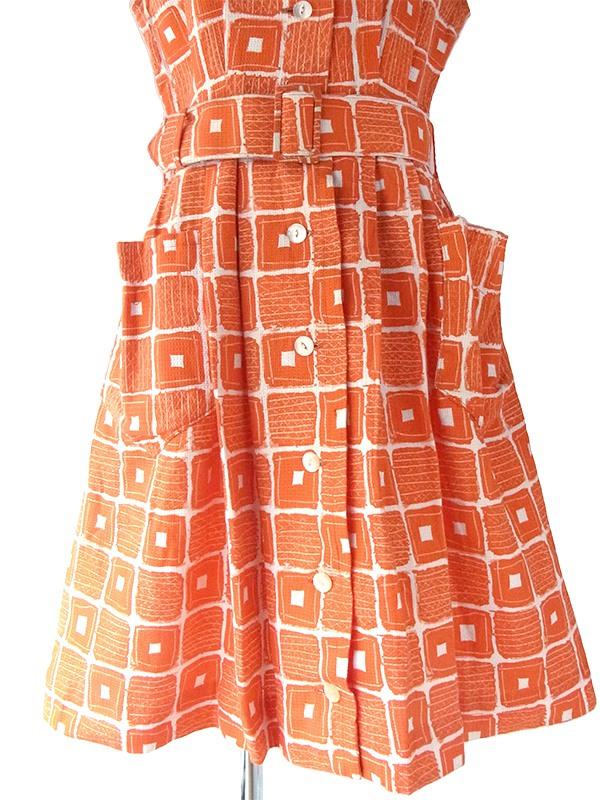 ヨーロッパ古着 ロンドン買い付け 60年代製 ブラッドオレンジ X ホワイト レトロ柄 ネコ目ボタン 共布ベルト付き ワンピース 16OM102