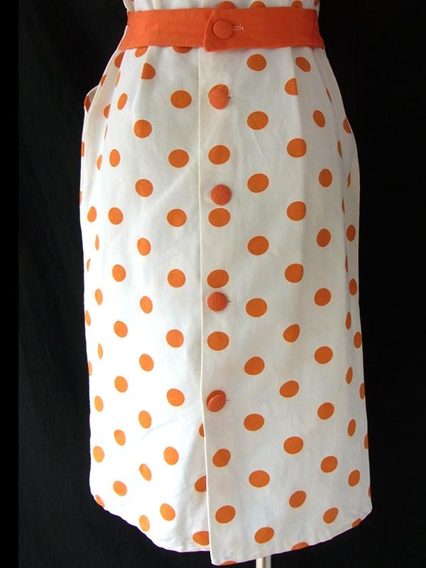 ヨーロッパ古着 ロンドン買い付け ホワイト X オレンジ 水玉 くるみボタン レトロデザイン ヴィンテージ ワンピース 16OM116