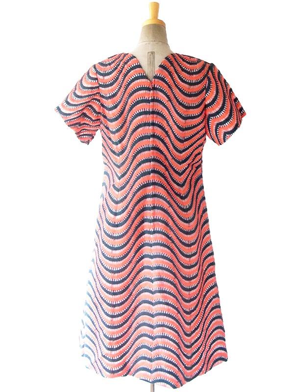 ヨーロッパ古着 ロンドン買い付け 60年代製 ピンク X グリーン 波型刺繍デザイン ヴィンテージ ワンピース 16OM302