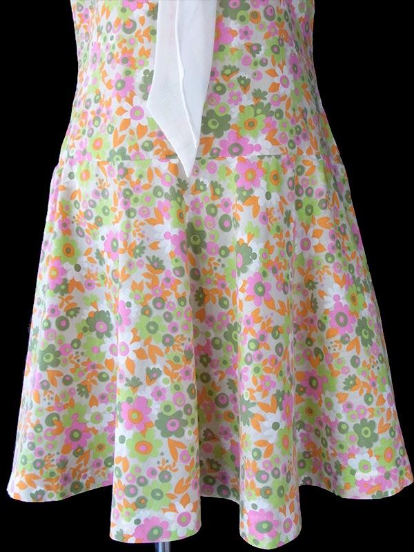 ヨーロッパ古着 ロンドン買い付け 60年代製 ライトグレイ X カラフル花柄 ホワイト リボンタイ レトロ ワンピース 16OM312