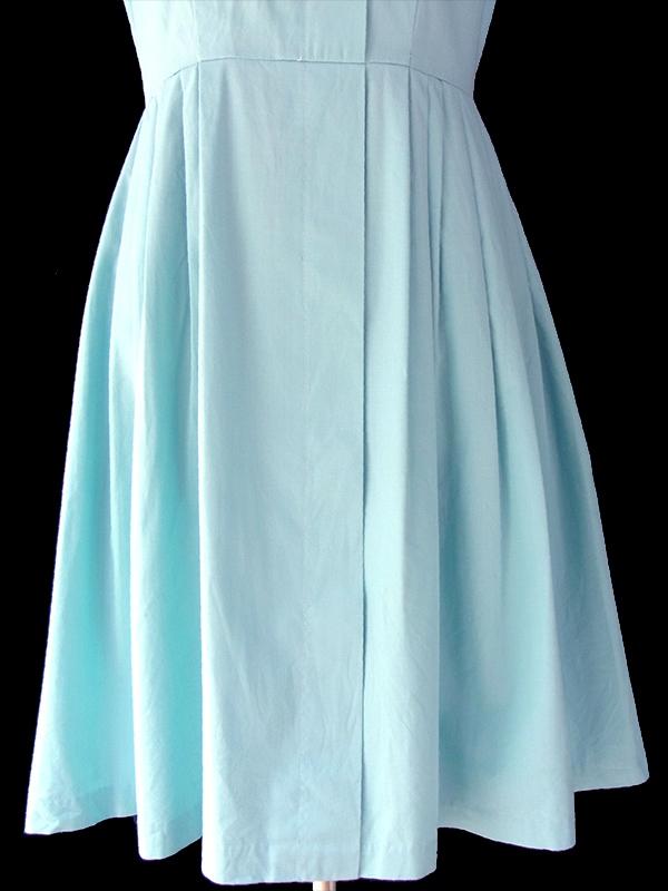 ヨーロッパ古着 ロンドン買い付け 60年代製 やさしい水色 X きれいなプリーツのヴィンテージ ワンピース 16OM614