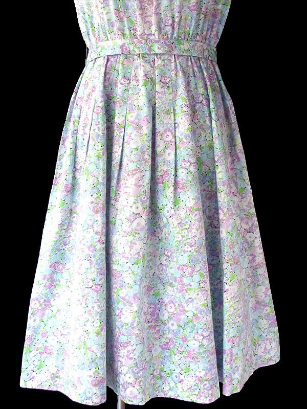 ヨーロッパ古着 60年代製 淡いブルー・パープル・グリーン 小花柄 共布ベルト付き ヴィンテージ ワンピース 17CC005