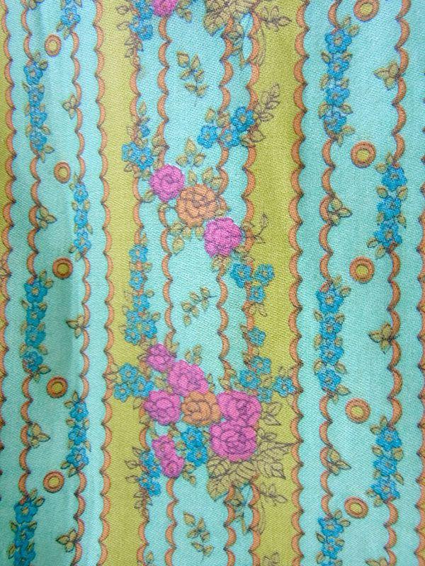 ヨーロッパ古着 フランス買い付け 60年代製 水色 X ライムグリーン 花柄の壁紙風プリント ワンピース 17FC004