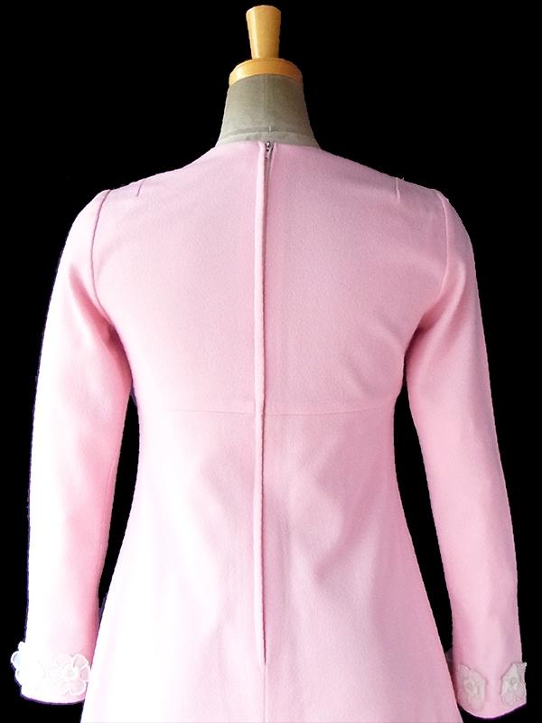 ヨーロッパ古着 フランス買い付け 60年代製 ベビーピンク X 花柄飾り ヴィンテージ ワンピース 17FC005