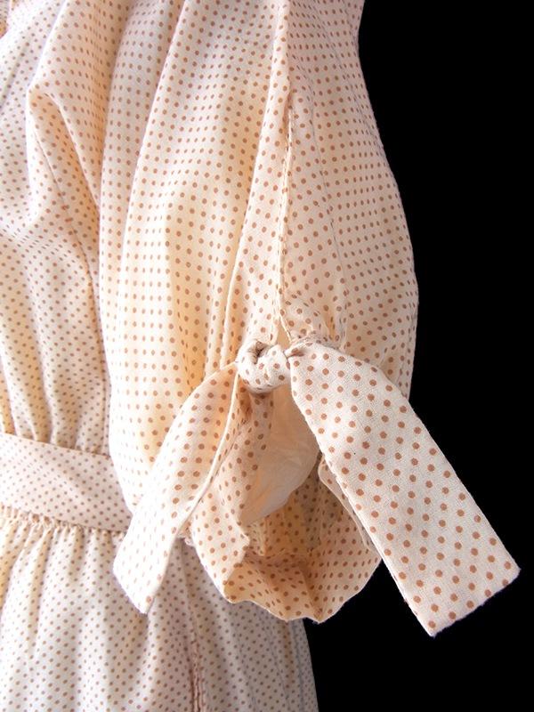ヨーロッパ古着 フランス買い付け 60年代製 アプリコット 水玉 カットワークレースの襟・ポケット 共布ベルト付き ヴィンテージ ワンピース 17FC010