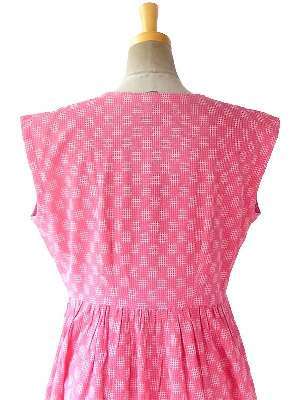 ヨーロッパ古着 フランス買い付け 70年代製 ピンク X ホワイト刺繍・レース飾り レトロ ワンピース 17FC100