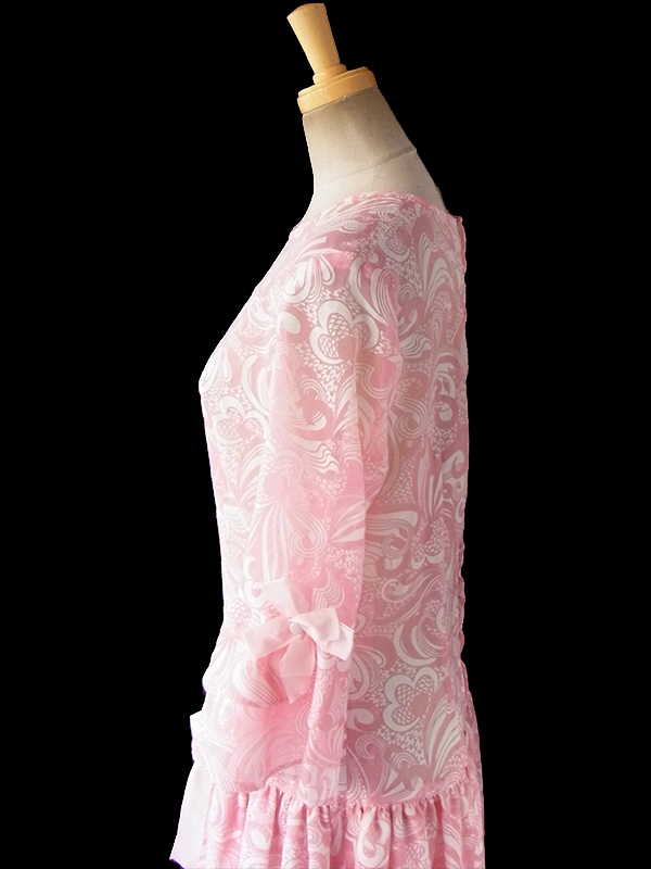 ヨーロッパ古着 フランス買い付け 70年代製 ピンク X ホワイト レトロサイケ柄 リボン付き ティアード ワンピース 17FC317