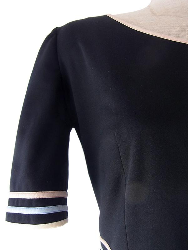 ヨーロッパ古着 フランス買い付け 70年代製 ブラック X 花柄 生地切り返し パイピング ヴィンテージ ワンピース 17FC325