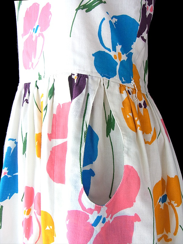 ヨーロッパ古着 フランス買い付け 60年代製 ホワイト X カラフル花柄 ポケット付き ヴィンテージ ワンピース 17FC413
