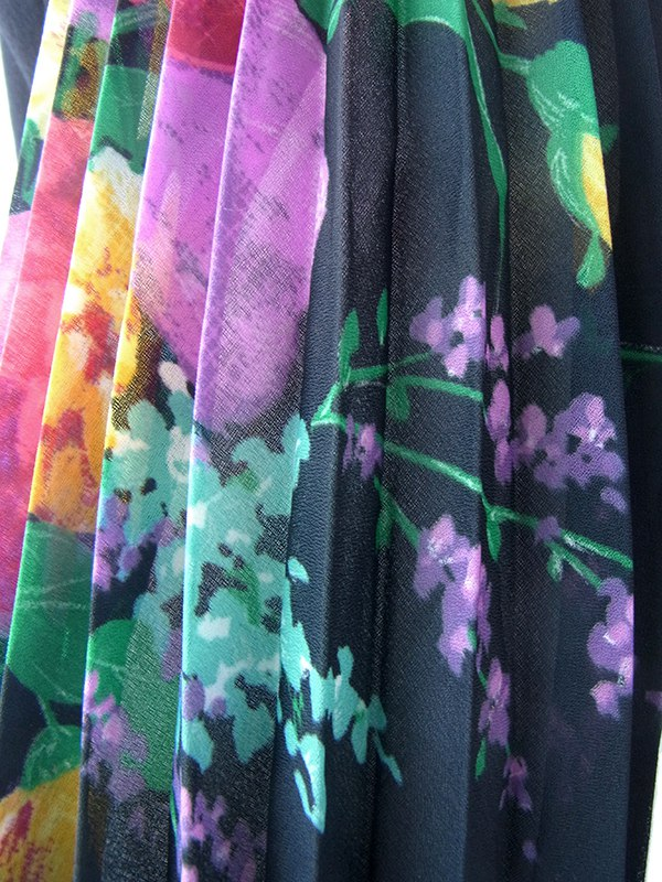 ヨーロッパ古着 ロンドン買い付け ブラック X カラフルな花柄プリーツ袖 ヴィンテージ ワンピース 17OM126