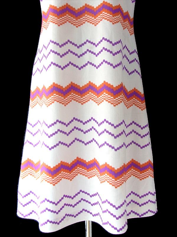 ヨーロッパ古着 ロンドン買い付け 70年代製 ホワイト X パープル・オレンジ 波型 レトロ ワンピース 17OM332