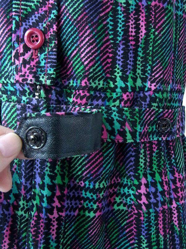 ヨーロッパ古着 ロンドン買い付け 70年代製 グリーン・ピンク・パープル X レトロ柄 共布ベルト付き ヴィンテージ ワンピース 17OM909