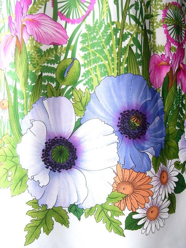 ヨーロッパ古着 ロンドン買い付け 70年代製 ホワイト X カラフルな花柄・ポタニカル柄 共布ベルト付き ワンピース 18BS017