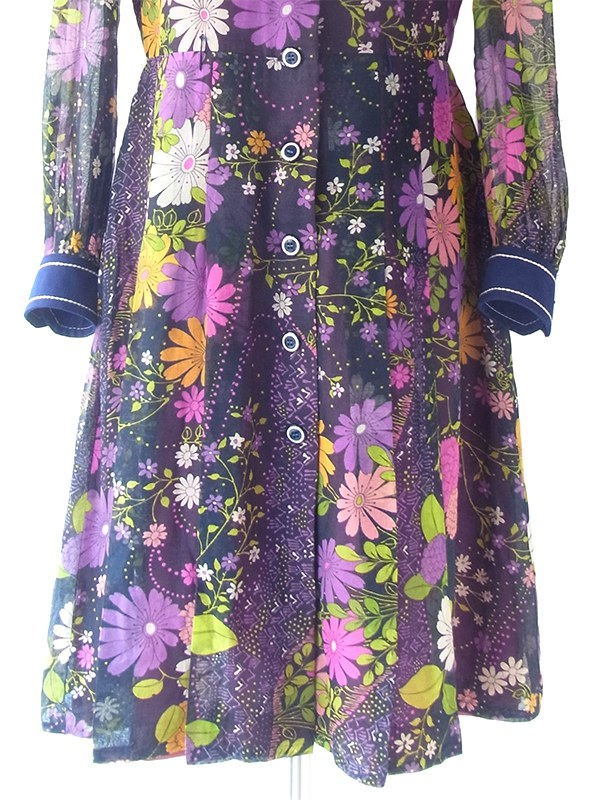 ヨーロッパ古着 フランス買い付け 60年代製 ネイビー X カラフルな花柄がガーゼ風生地に描かれた ワンピース 18FC601