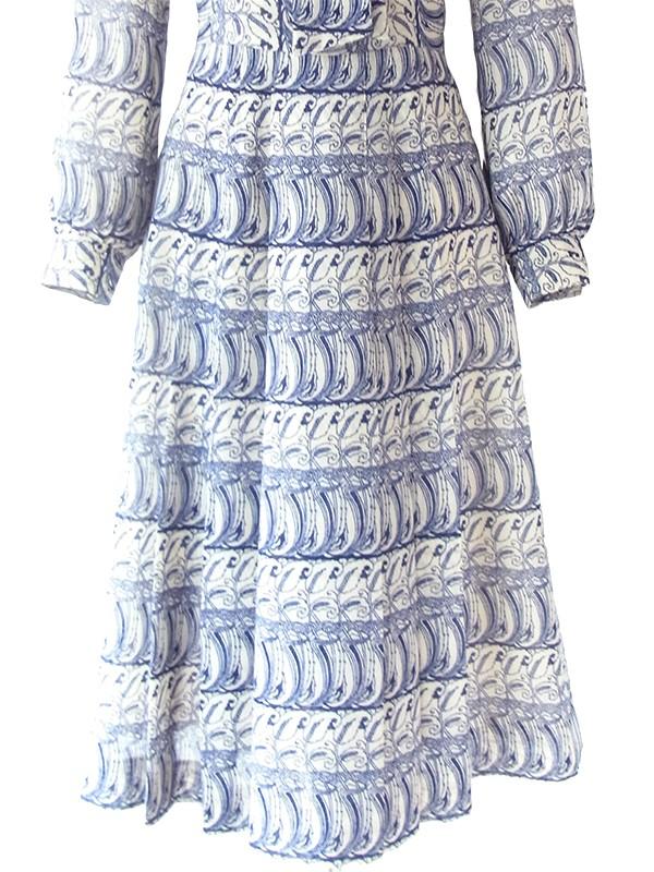 ヨーロッパ古着 ロンドン買い付け 70年代日本製 オフホワイト X ブルー オリエンタル柄 リボンタイ ワンピース 18OM509