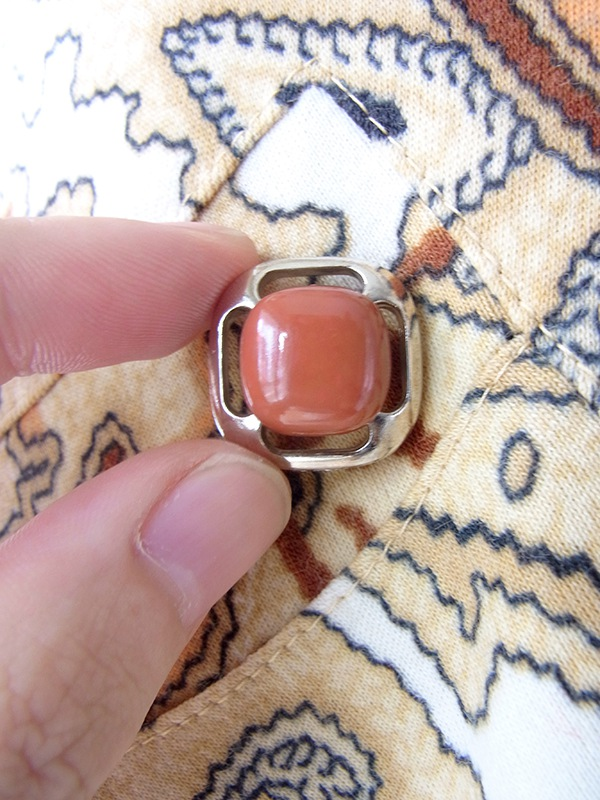 ヨーロッパ古着 60年代製 オフホワイト X オレンジ・ブラウン ペイズリー柄 ウェスト飾りボタン付き ワンピース 19FC509