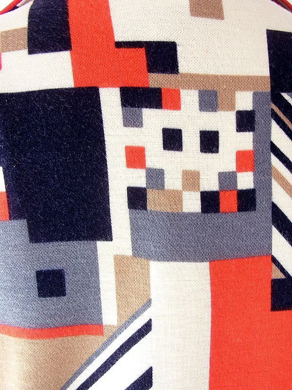 ヨーロッパ古着 ロンドン買い付け 60年代製 レッド・ベージュ・ブラック X 幾何学柄 ヴィンテージ ワンピース 19OM703