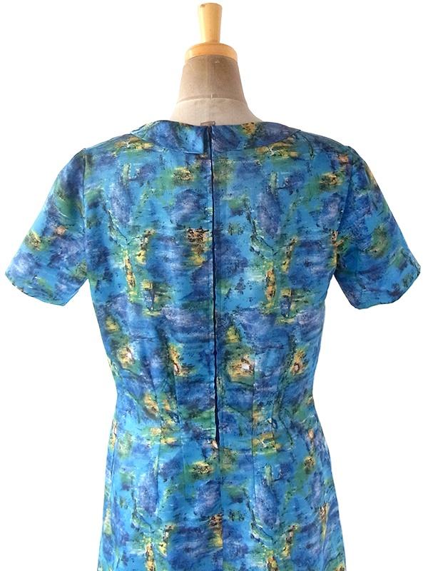 ヨーロッパ古着 フランス買い付け 60年代製 ブルーを基調とした絵画のようなプリント リボン付き 化繊サテン ドレス 20FC000