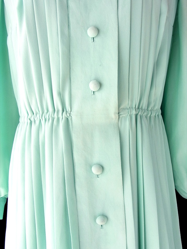 ヨーロッパ古着 フランス買い付け 70年代製 ペールグリーン 総プリーツ リボン付き ヴィンテージ ドレス 20FC016