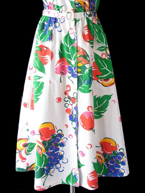 ヨーロッパ古着 フランス買い付け ホワイト X カラフルなフルーツ柄 共布ベルト・ポケット付き ストラップ ワンピース 20FC225