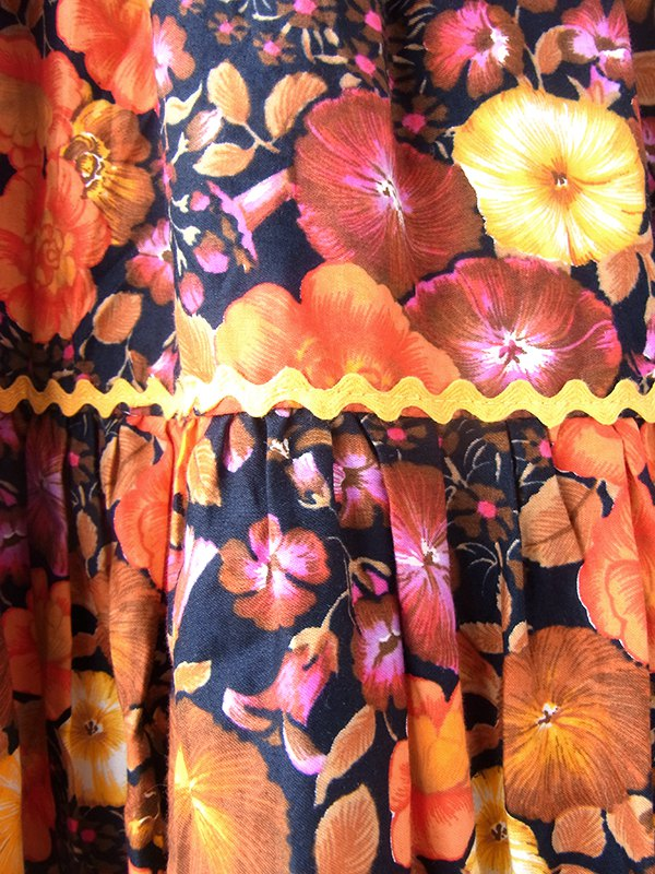 ヨーロッパ古着 ロンドン買い付け ブラック X オレンジ 花柄 イエロー 山道テープ スカート 21BS020