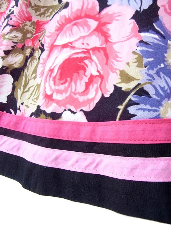 ヨーロッパ古着 フランス買い付け 60年代製 ブラック Xカラフル花柄スカート切り返し ストラップ ワンピース 21FC006