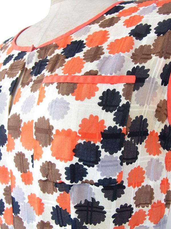 ヨーロッパ古着 フランス買い付け 60年代製 ホワイト X ブラウン・オレンジ・グレイ レトロ柄 共布ベルト付き ワンピース 21FC119