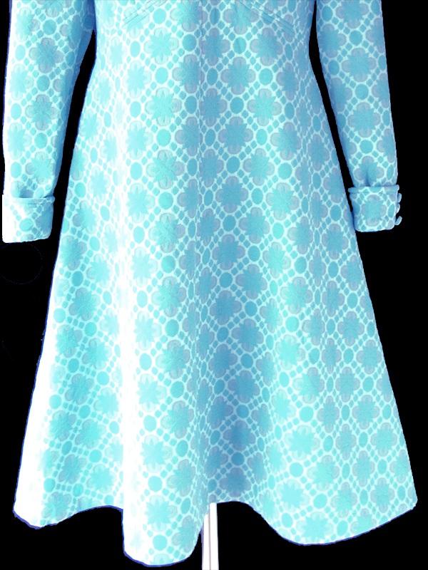 ヨーロッパ古着 ロンドン買い付け 60年代製 水色 X レトロ模様が凹凸で浮かぶ ワンピース 21OM106