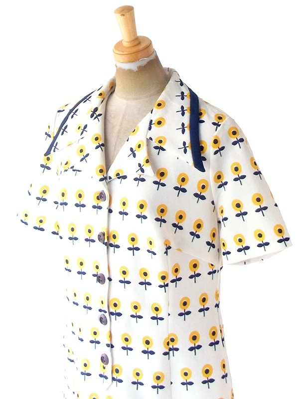 ヨーロッパ古着 ロンドン買い付け 70年代製 ホワイト X ブルー・イエロー 花柄モチーフレトロ柄 ワンピース 21OM501